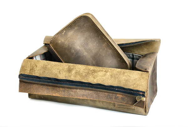Men's leather toiletry set