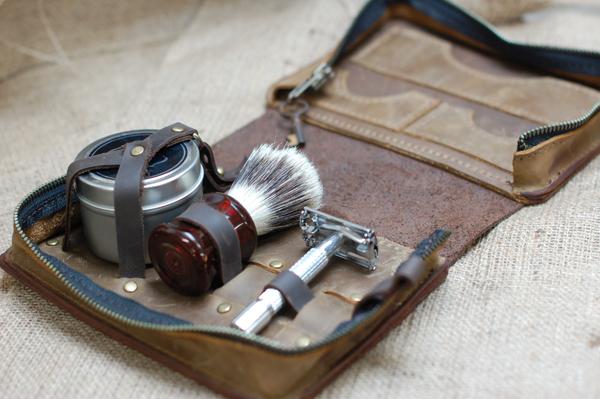 Listen To Text Messages >> Men's Leather Wet-Shaving Case | Divina Denuevo